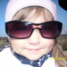 Oliwka lubi nosić okulary słoneczne