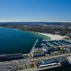 Plaża w Gdyni i Molo Południowe