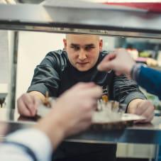Szef kuchni Piotr Nowakowski