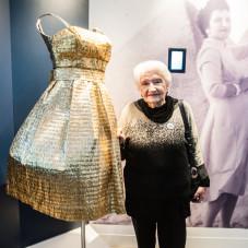 Irena Ożóg Orzegowska - właścicielka 66 letniej złotej sukienki