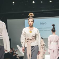 Kolekcja Toyo: moda: Dorota Podgórska, biżuteria: Dorota Cenecka