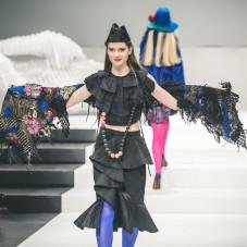 Kolekcja Be happy: moda: Beata Jarmołowska, biżuteria: Danuta Burczik-Kruczkowska