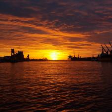 Wschód słońca w Porcie Gdynia