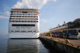 Prawie 300-metrowy wycieczkowiec w Gdyni