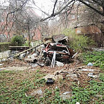 Sprzątanie terenu zewnętrznego - usunięcie śmietnika z posesji
