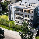 Maestro w Gdyni - położenie płytek wewnątrz budynku oraz na balkonach