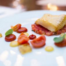 Przystawka zimna - wędzony halibut, musztarda francuska, mus z pomidorów, kiszona cytryna