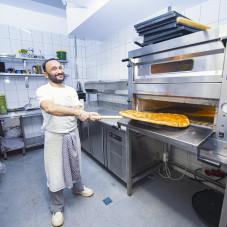 Przygotowywanie pizzy