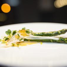 Szparagi, jajko, chorizo