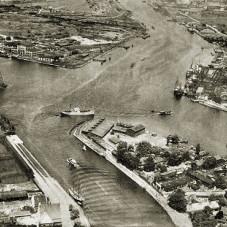 Port, ujście Motławy do Wisły, po prawej Polski Hak