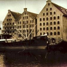 Spichlerze na Ołowiance, obecnie budynki Centralnego Muzeum Morskiego.