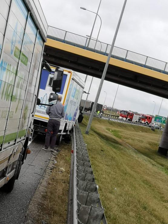Wypadek tuż przed bramkami A1 w stronę Łodzi