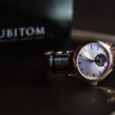 Zegarek Carl F. Bucherer firmy warty 60 tys. euro