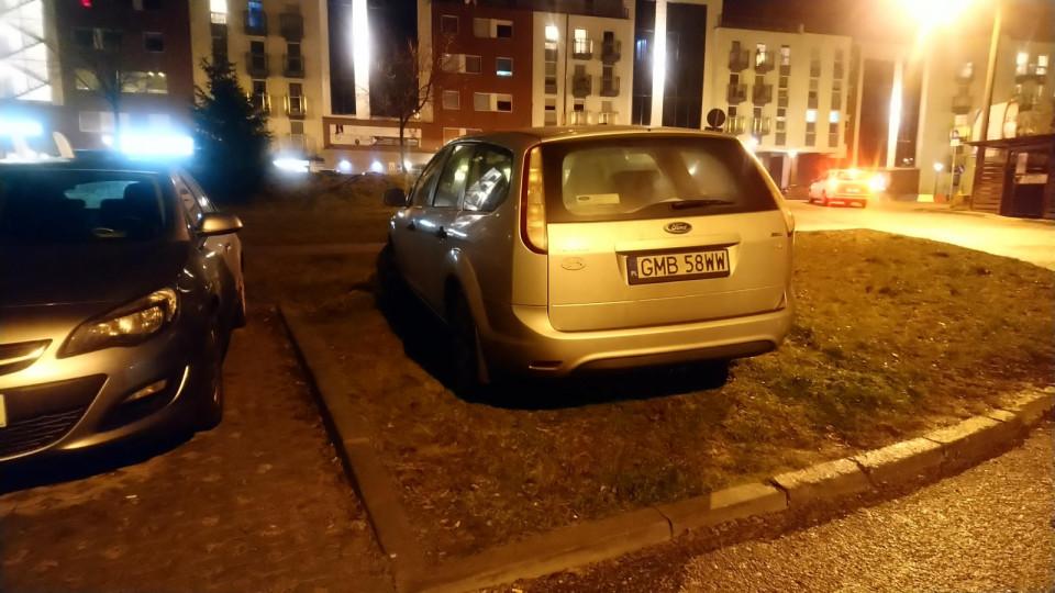 U siebie na wsi też tak parkujesz, dzbanie..?