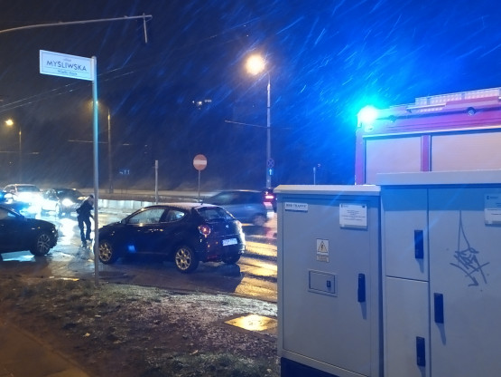 Wypadek na skrzyżowaniu Myśliwskiej z Chwaszczyńską, ruch utrudniony.