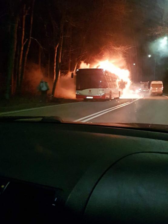 Płonie autobus na Spacerowej