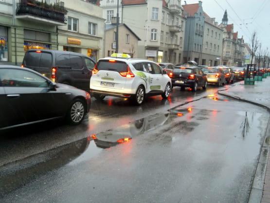 Korek na al. Niepodległości w Sopocie w stronę Gdyni