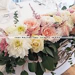 Dekori ~ Leżący bukiet ślubny przed parą młodą w restauracji Hotelu Skipper w Rewie.