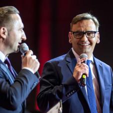 Prowadzący Tomasz Galiński oraz Paweł Stefaniak, dyrektor handlowy Mercedes-Benz Witman