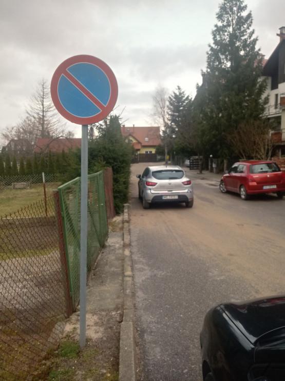 Zablokowany wyjazd z ul. Małcużyńskiego na Suchaninie