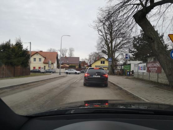 Korki na Warszawskiej i Cedrowej w stronę Szadółek