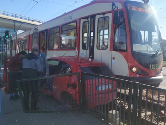 Zderzenie tramwaju z osobówką na Jana z Kolna