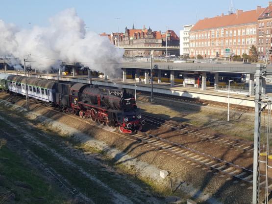 Zabytkowy parowóz przejechał przez Gdańsk