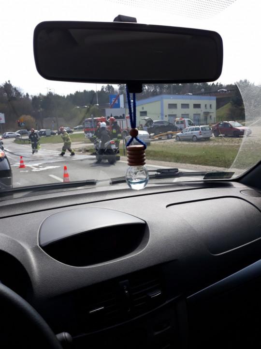 Skutki pożaru auta na Dąbrowie
