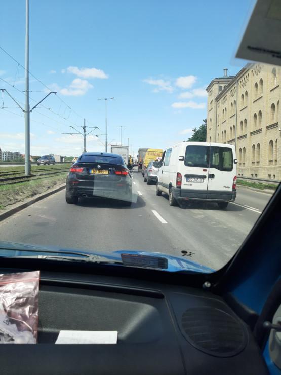 Po wypadku przed tunelem robi się korek na dojazdowkach do Gdańska