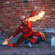 """Marcin """"Ex"""" Styczyński """"Plucie ogniem - Fire Breathing Show"""""""