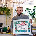 Szmaragdowa Café - właściciel Daniel Leczkowski z dyplomem Mistrza Cukiernictwa