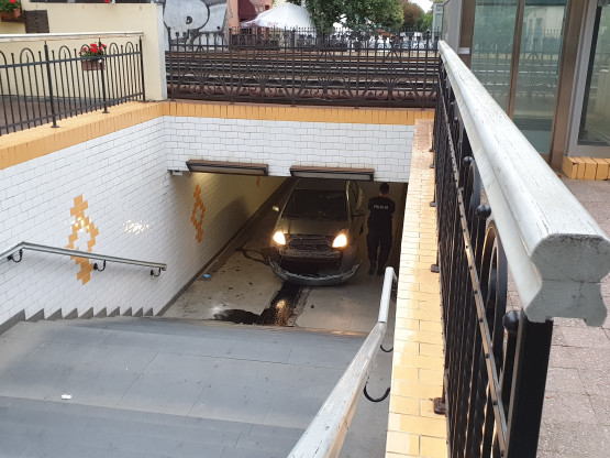 Auto stoczyło się do tunelu pod Monciakiem