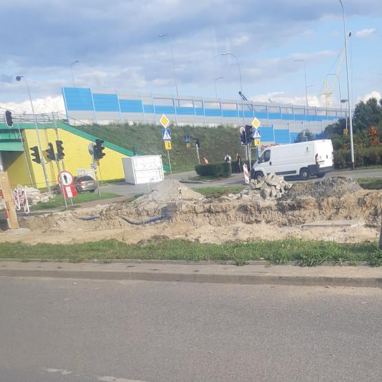 Ciężarówka zgubiła kontener na Sucharskiego
