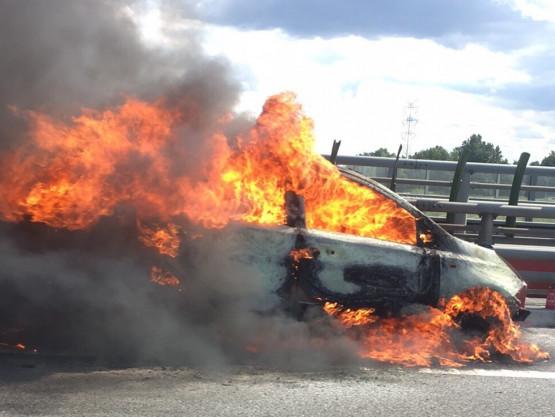 Pali się auto na obwodnicy południowej przed węzłem Lipce