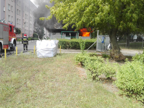 Pożar wiaty smietnikowej przy Opolskiej