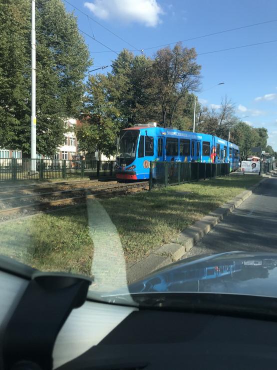 Skutki wykolejenia tramwaju na al. Zwycięstwa