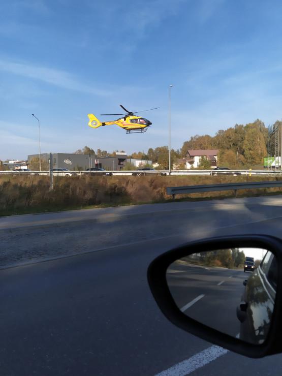 Na rondzie przy lotnisku właśnie lądował LPR