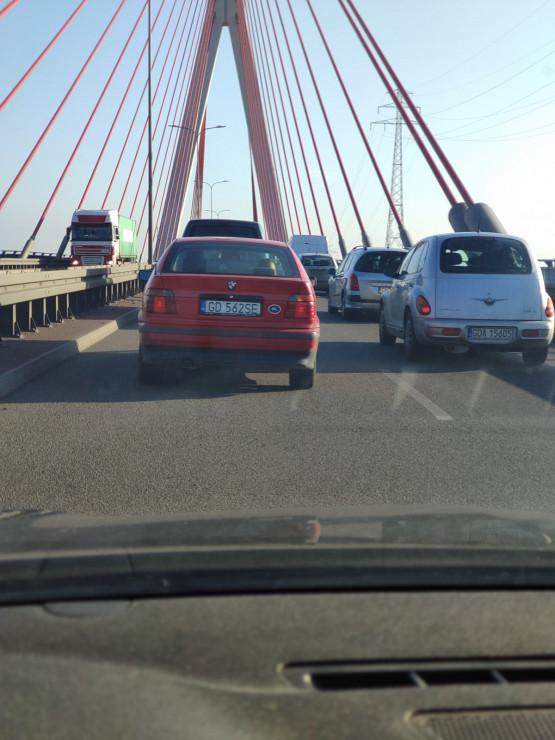 Kolizja na moście wantowym w stronę obwodnicy
