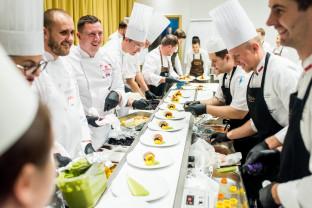 Historyczny stół kulinarny: dania sprzed wieków