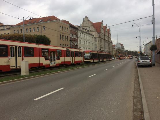 Stoją tramwaje w centrum Gdańska
