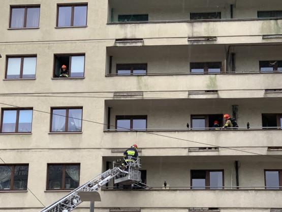 Interwencja strażaków na pl. Kaszubskim w Gdyni