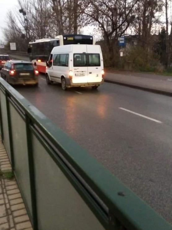 Stłuczka z udziałem autobusu