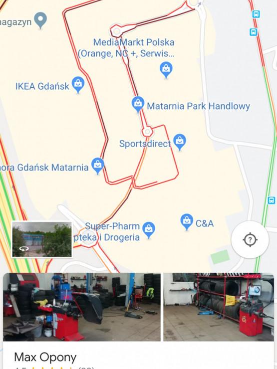 Całkowicie zakorkowany parking Centrum Handlowego Matarnia