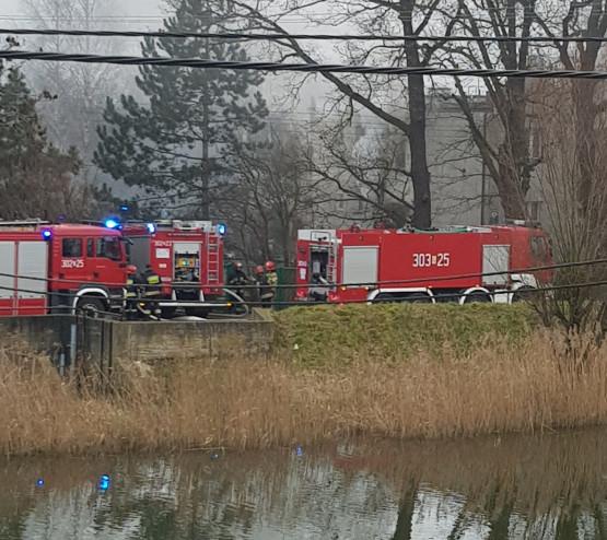 Pożar domu przy Olszyńskiej w Gdańsku. Wewnątrz były trzy osoby