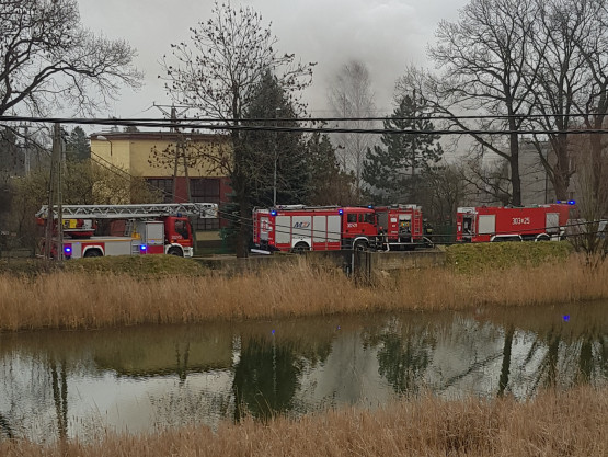 Pożar domu na Oruni. Wewnątrz były trzy osoby