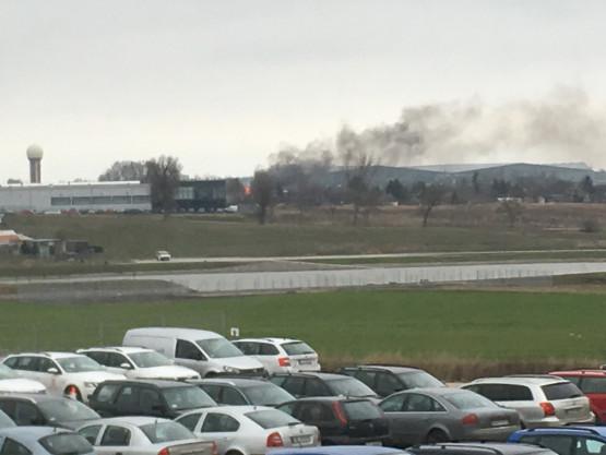 Pożar na ogródkach działkowych w rejonie lotniska