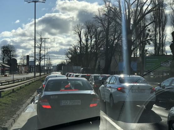 Zwężenie na  Grunwaldzkiej jednego pasa w kierunku Wrzeszcza