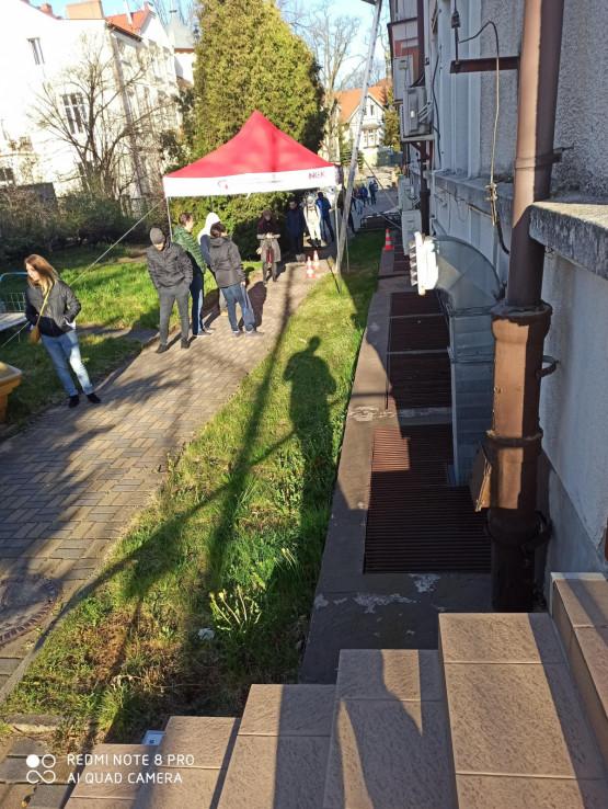 Duża kolejka do punktu krwiodawstwa w Gdańsku