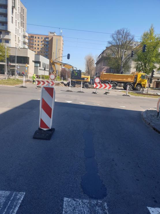 Zablokowane skrzyżowanie al. Hallera i Kościuszki