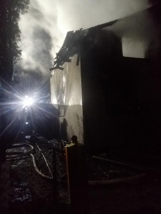Nocny pożar domku letniskowego na Jasieniu
